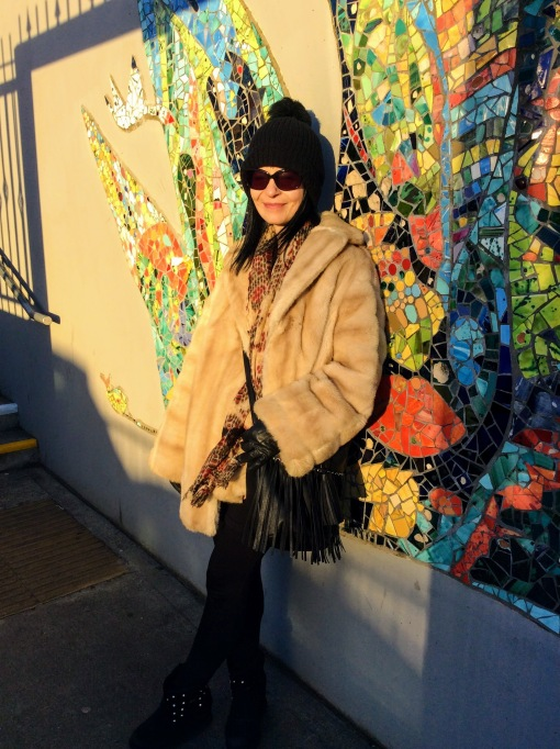 I've used black as my colour palette under the fab but rather bulky vintage fur.